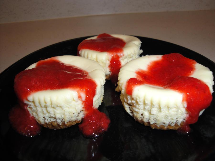 Ako ste gladni ili zedni svratite Cheesecakes_with_Strawberry_by_Catherine_Supernova