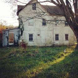 Abandoned house by slephoto