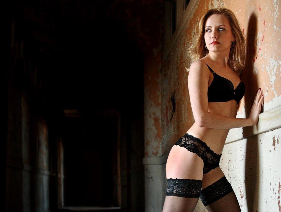 http://fc01.deviantart.com/fs29/f/2008/171/f/2/Look_Over_by_surfrat13.jpg