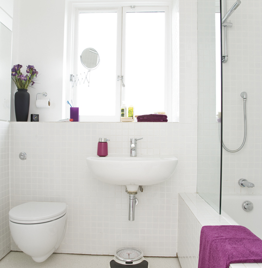 Exceptionnel Small White Bathroom By Roxanainteriordesign ...