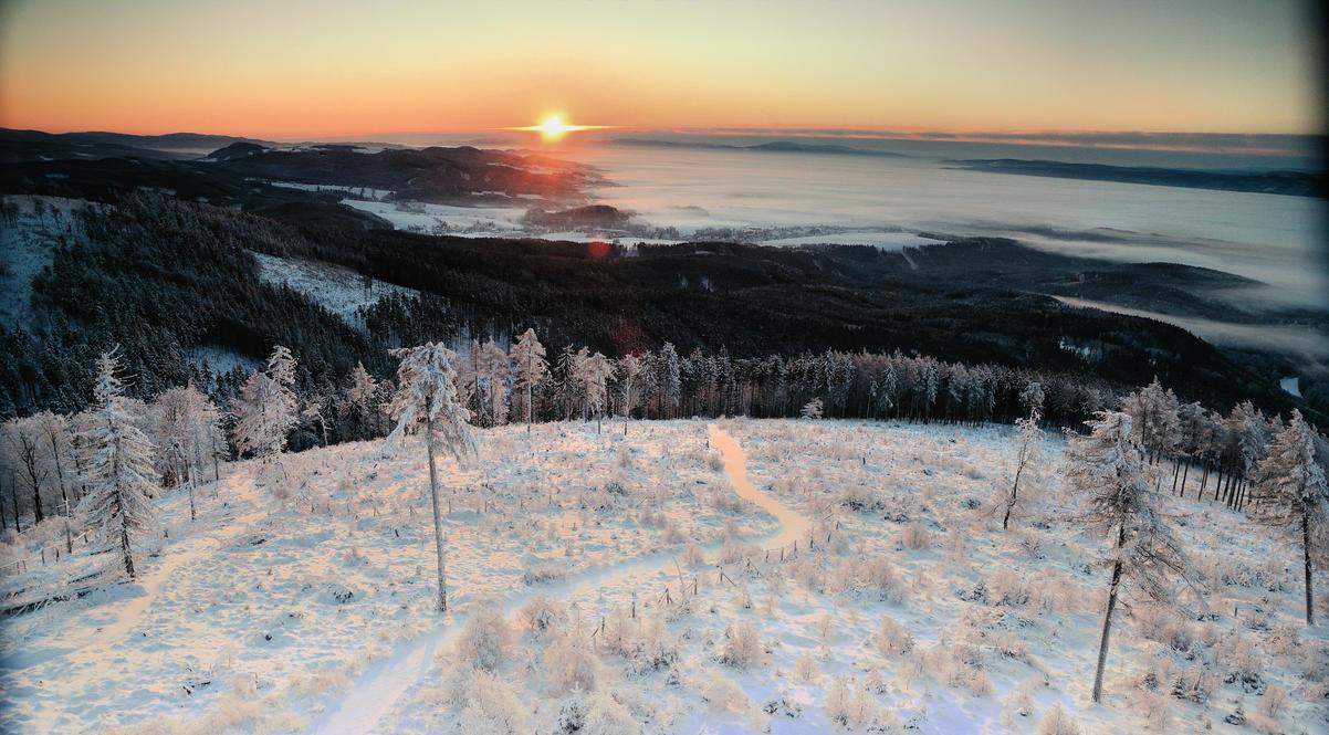 The sun rises. by Rajmund67