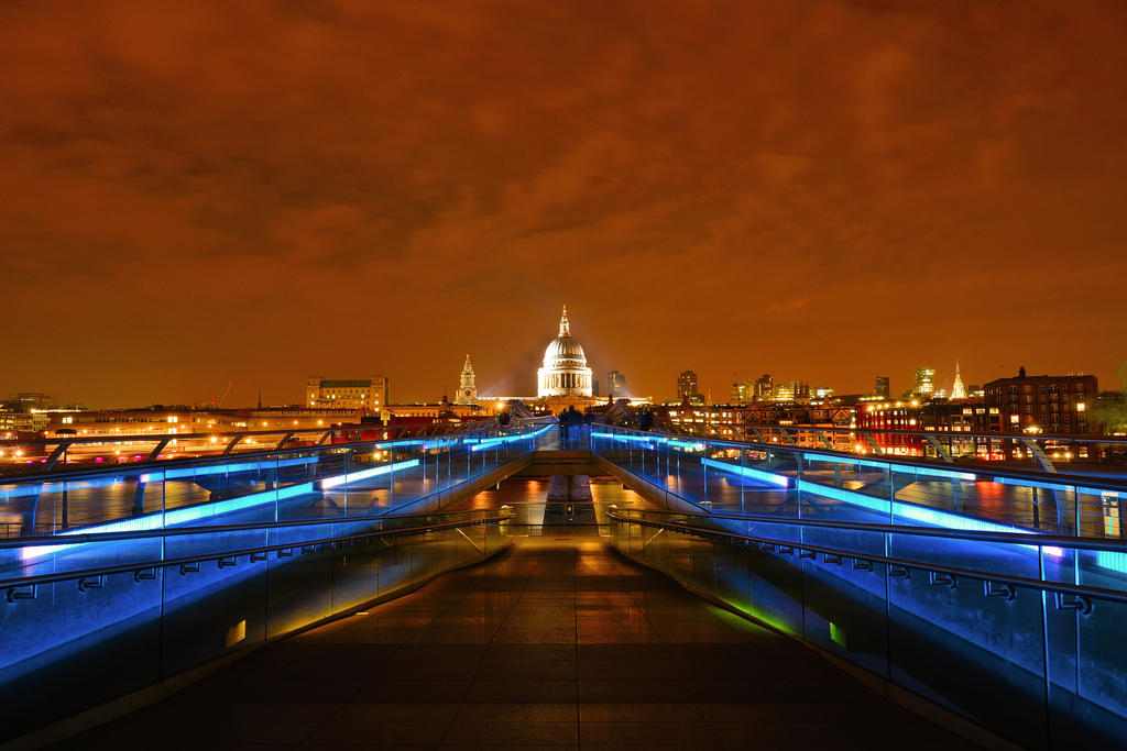 Millennium Bridge and St Paul's by Rajmund67