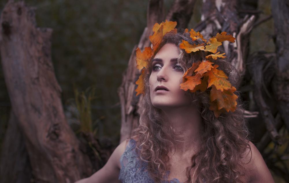 Autumn lady by akne5