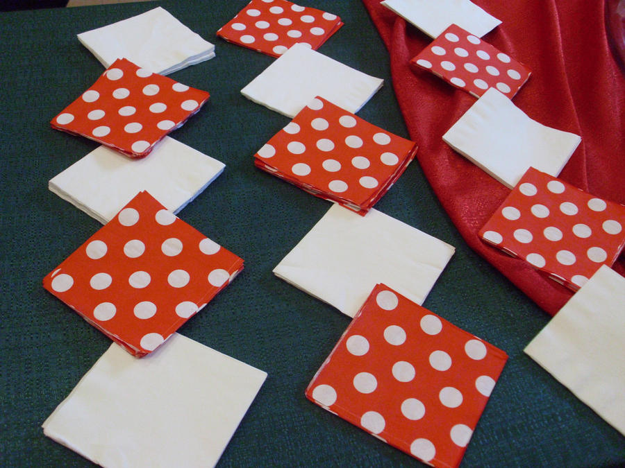 Salvete Napkins_in_an_orderly_fashion_by_poppehtart-d519wyg