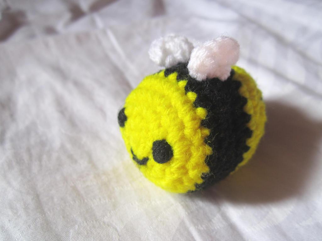 Free Bumble Bee Amigurumi Pattern : Amigurumi Bumble Bee by Anitadoma on DeviantArt