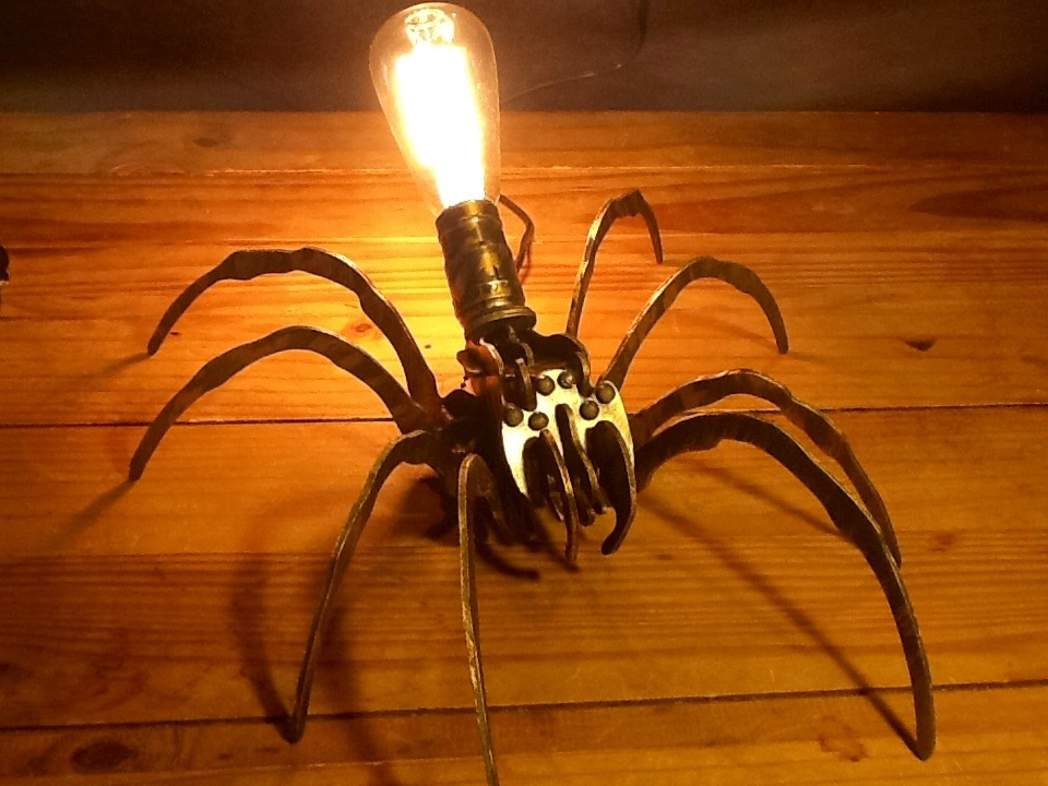 Large spider lamp by ArtbugCarl