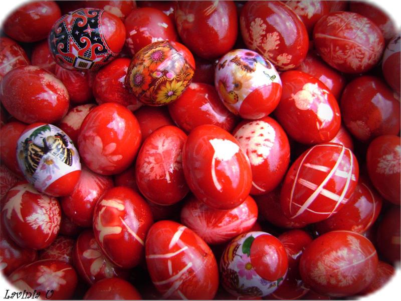 http://fc06.deviantart.net/fs71/i/2010/091/d/6/Redish_Easter_by_pisiqtza.jpg