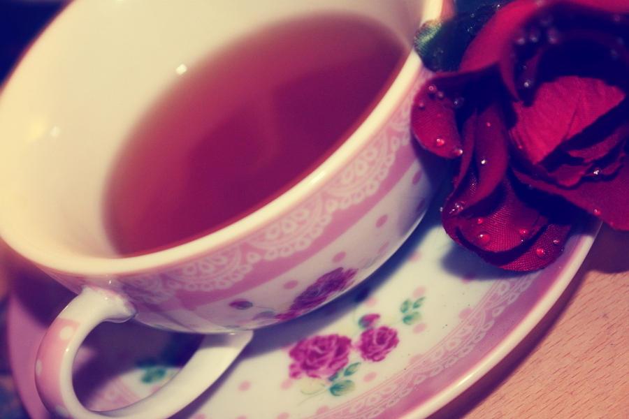 najromanticnija soljica za kafu...caj - Page 4 Floral_tea_by_jade_rat-d46xtiz