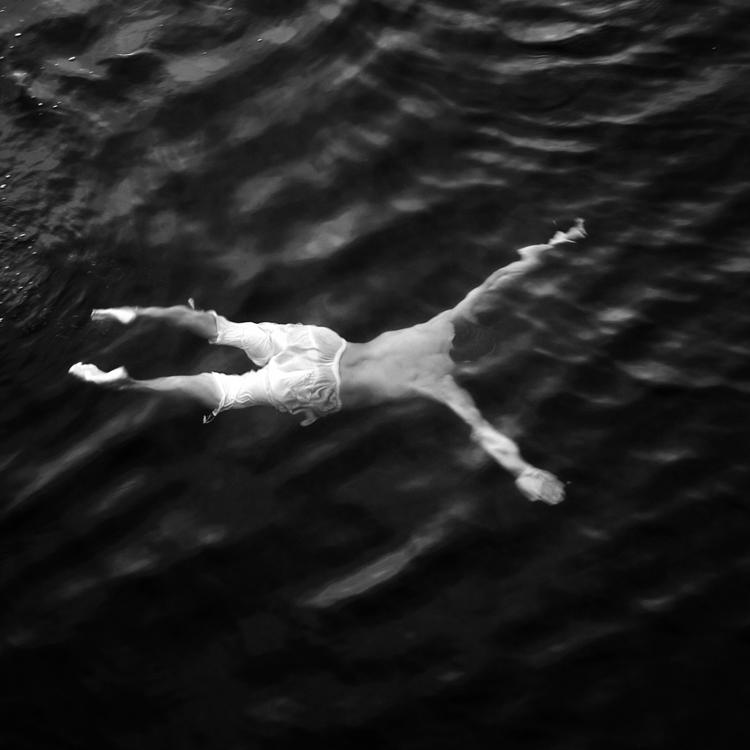 Si trova in un mare inaccessibile del mio cuore, occorre perdersi per trovarla.