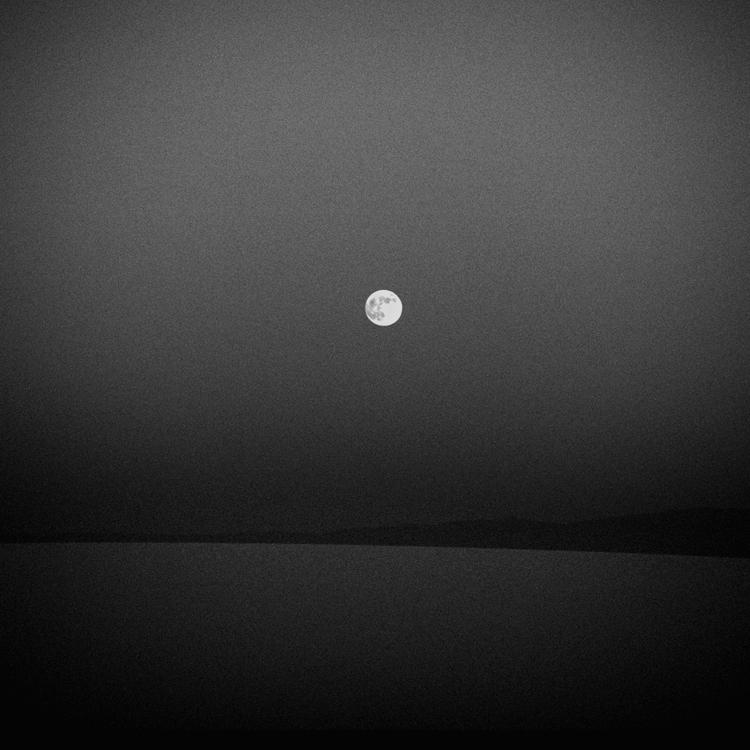 La Luna by Hengki24
