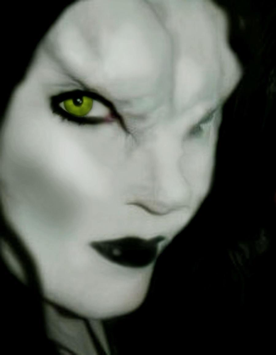 Vampire Makeup by victoriavieira