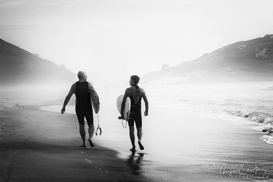 Surfers bond by Miguel-Santos