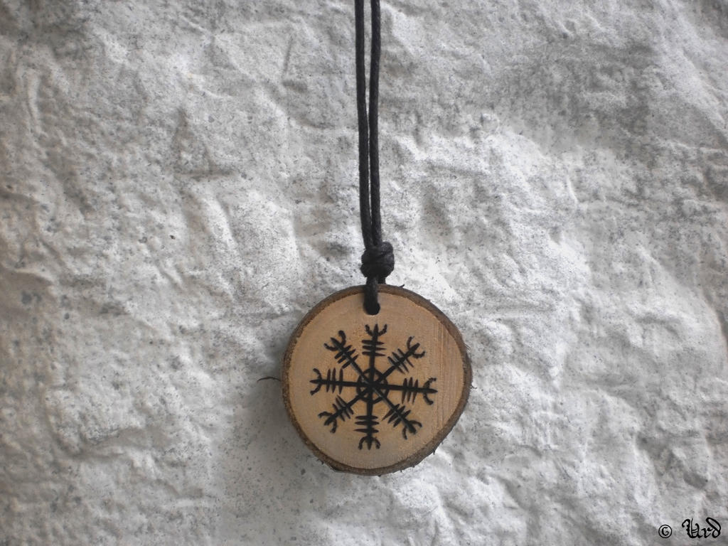 https://img00.deviantart.net/80e2/i/2013/311/a/f/aegishjalmur_wooden_pendant__ancient_norse_amulet_by_urdhandicrafts-d6tce4v.jpg