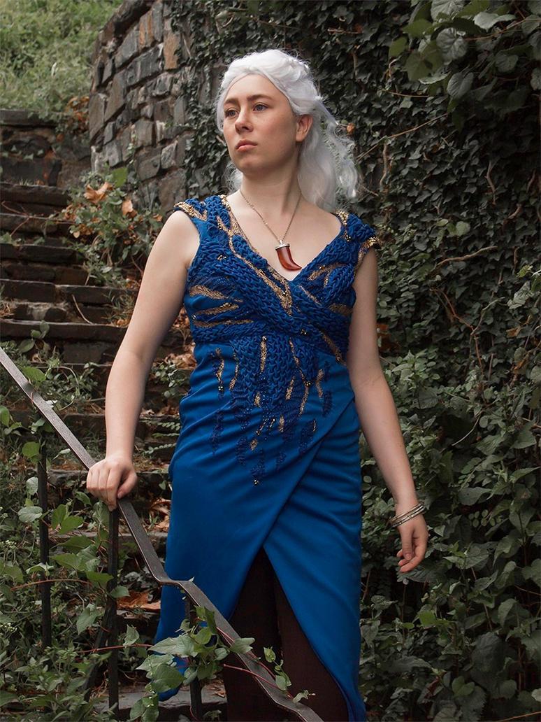 Daenerys Cosplay GoT: Descending by audrey-vista