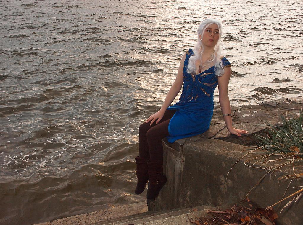 Posing for Daario: Daenerys Cosplay GoT by audrey-vista