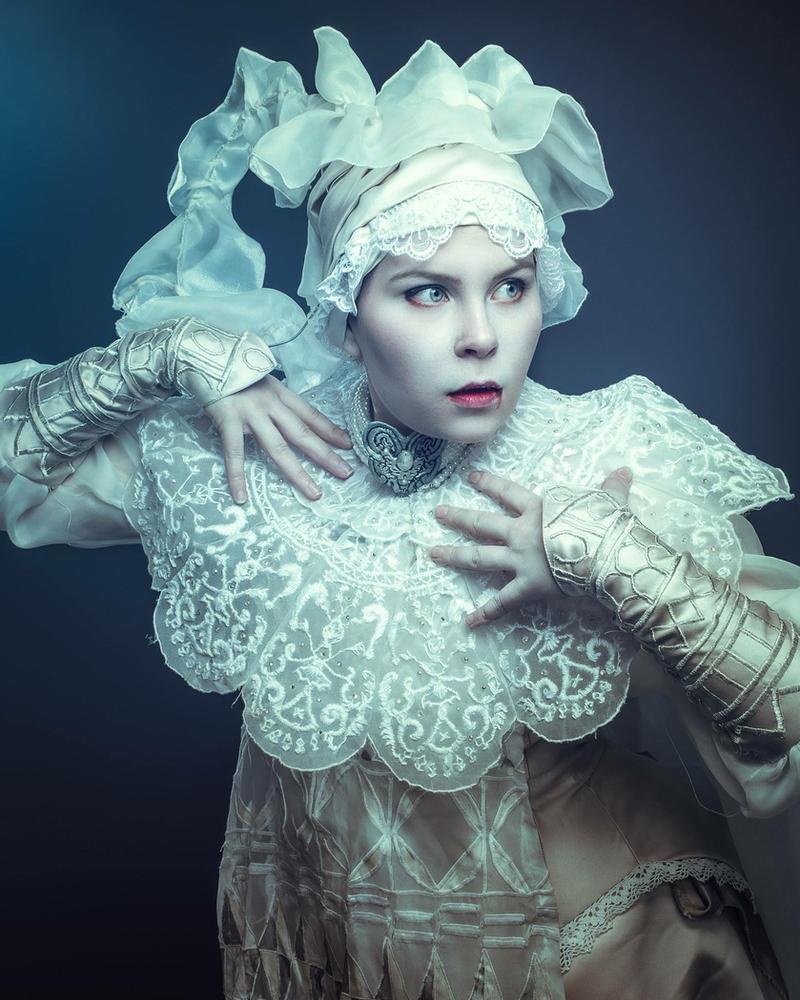 Lucy Westenra- cosplay by SaaraZ