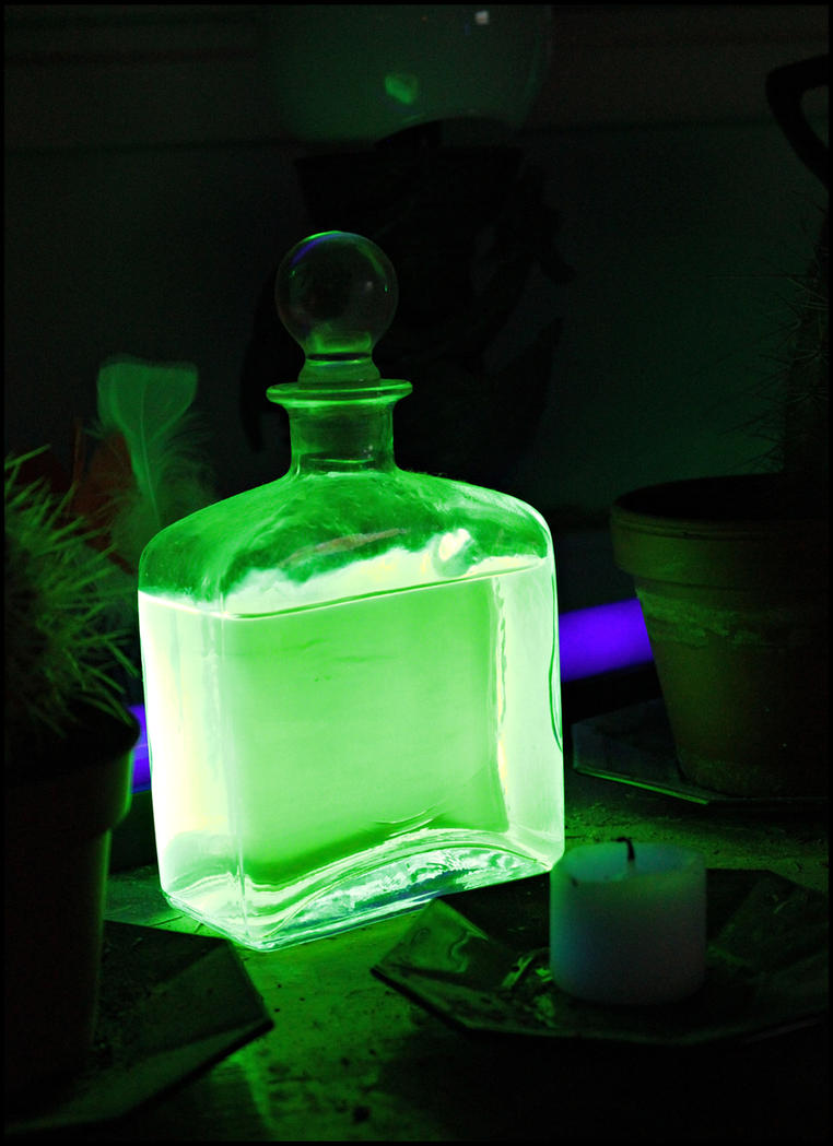 Glowing venom. by MoiraHermione