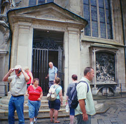 Wien in Diana Mini: Exiting Stephansdom Crypt