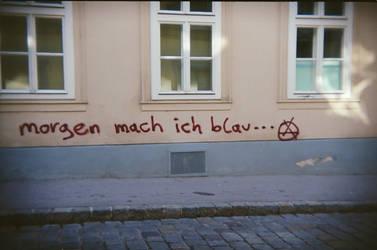 Wien in Holga 135BC: Morgen, mach ich blau... by neuroplasticcreative