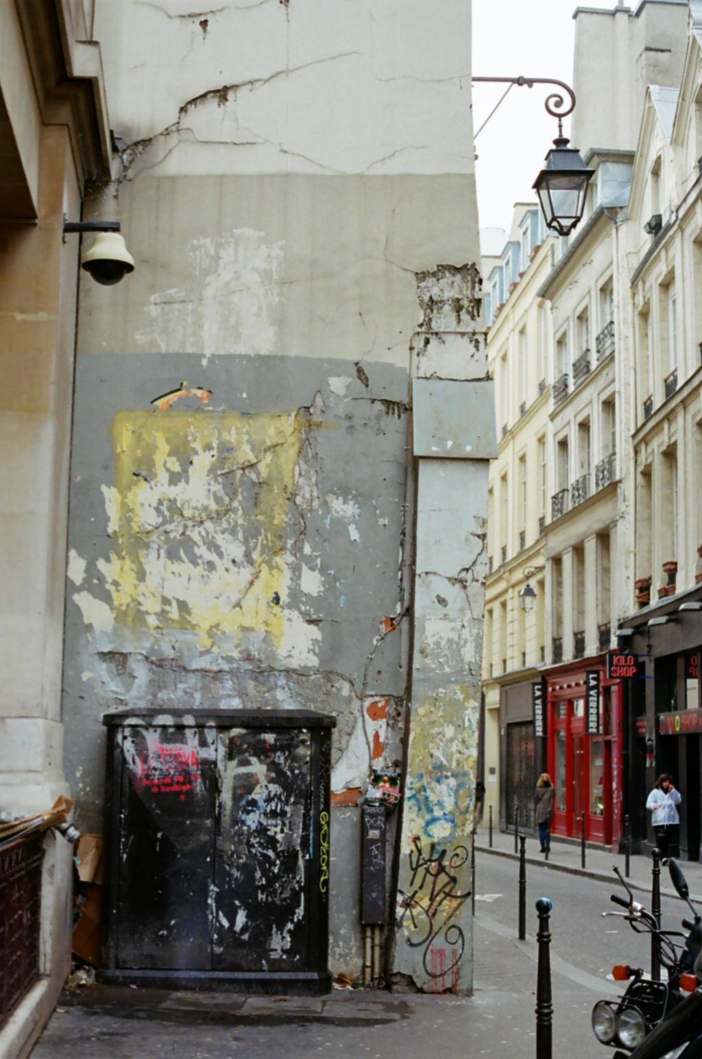Paris Le Marais: Ruin by neuroplasticcreative