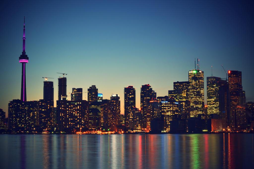 Toronto's Skyline by dunkeltoy