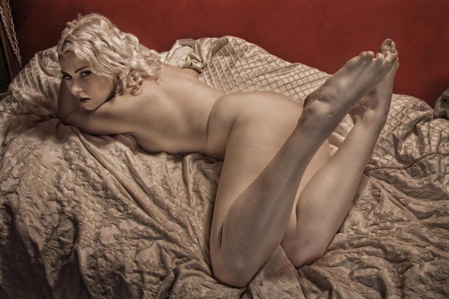 nue sur le lit by mastertouch