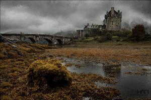Eilan Donan Castle by nahojsennah