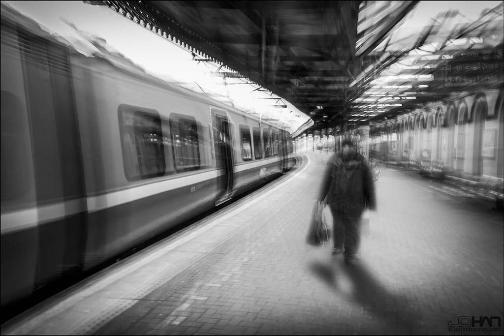 Moving Train by nahojsennah