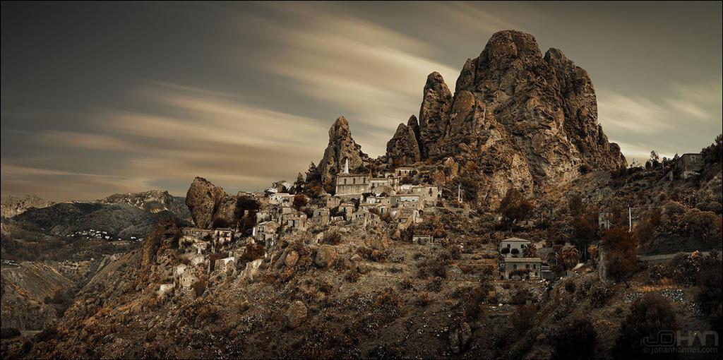 Pentedattilo ghost town by nahojsennah