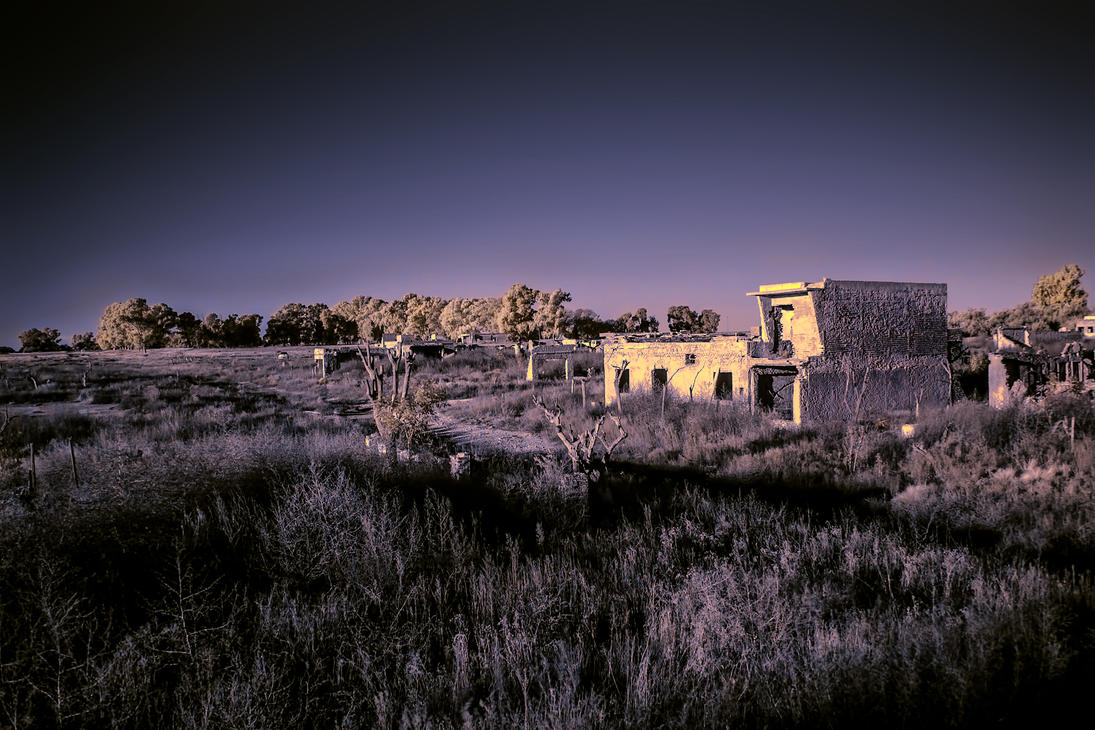 Infrared Ruins by ehjesu