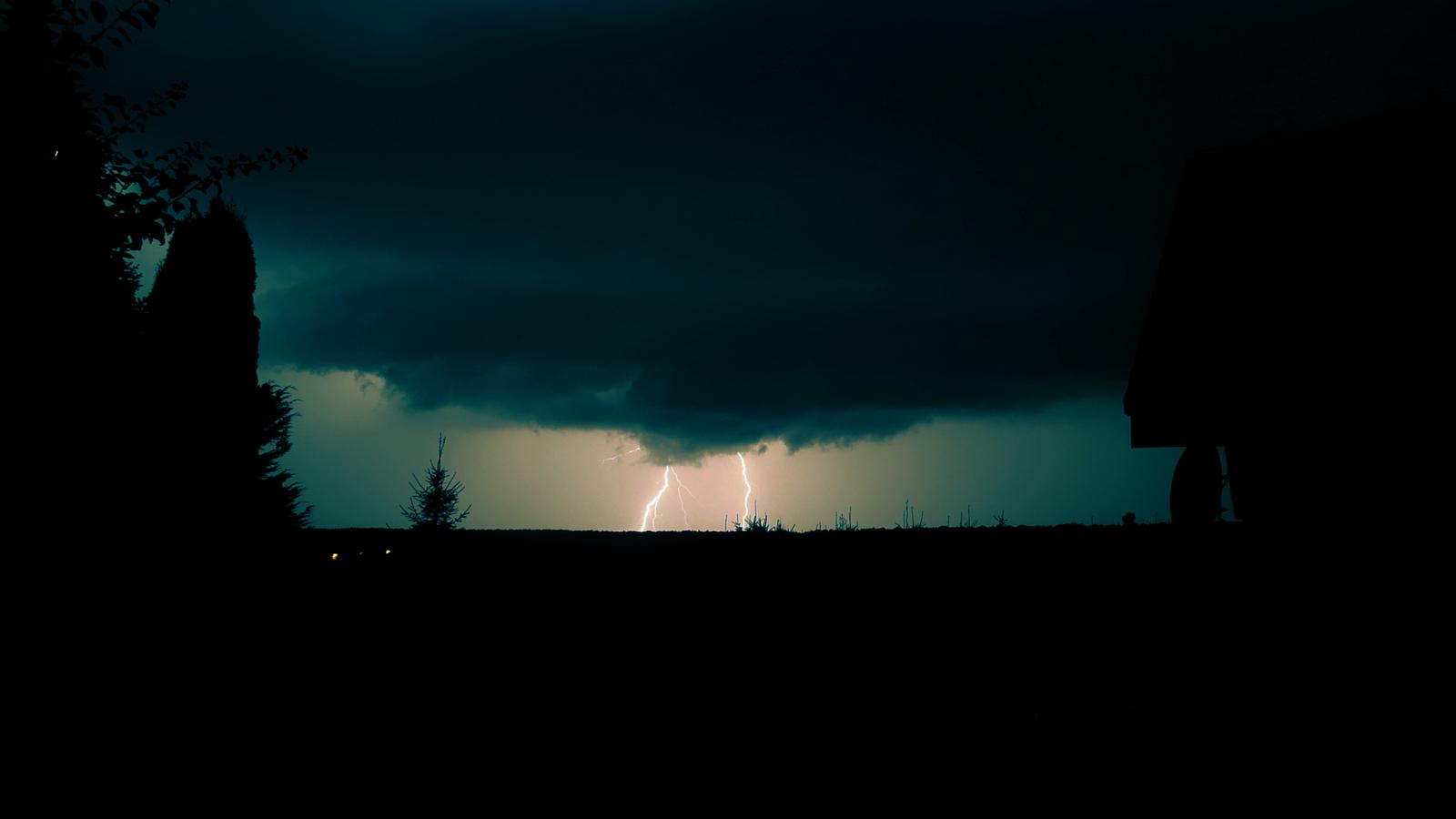 Lightning by roman2