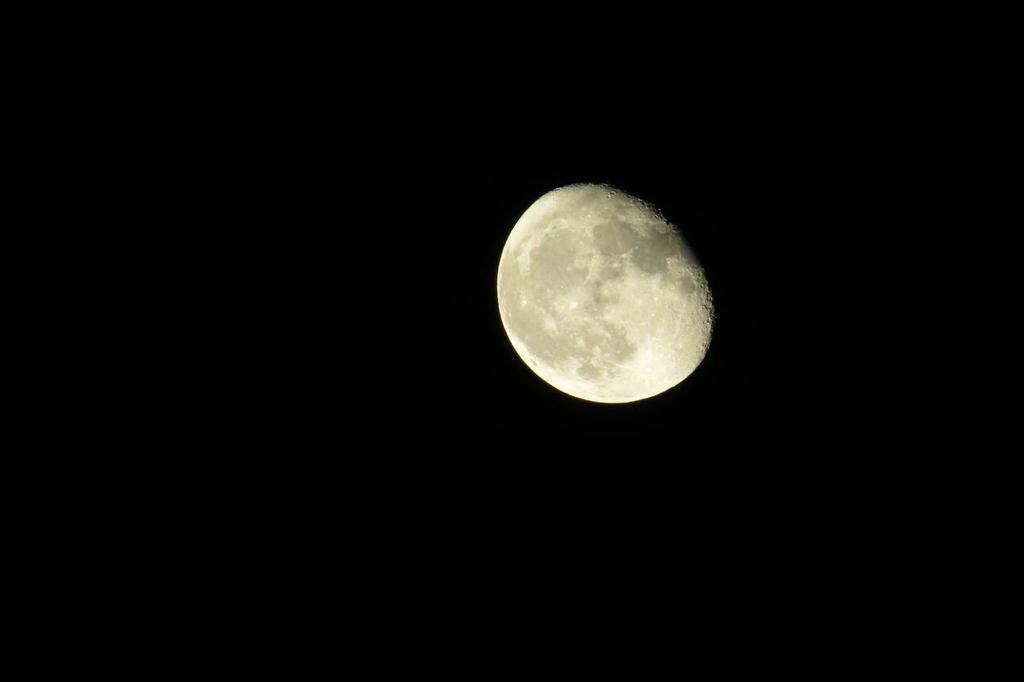 Moon by mojnegar
