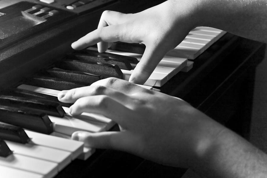 Piano Hands by omnijafar on DeviantArt