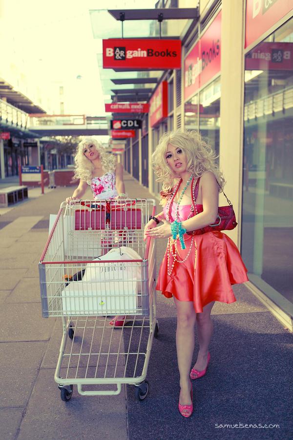 B A R B I E trolley by sendok