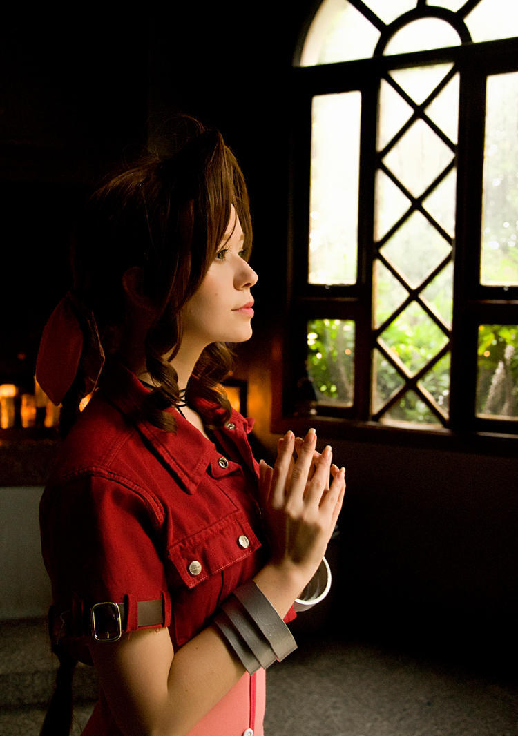 Aerith Gainsborough by Aelyin-Cosplay