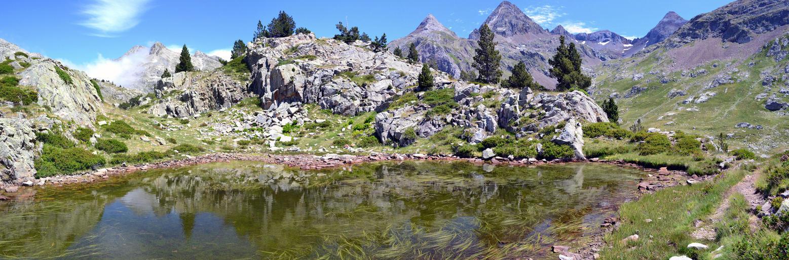 Un petit lac vert by Aude-la-randonneuse