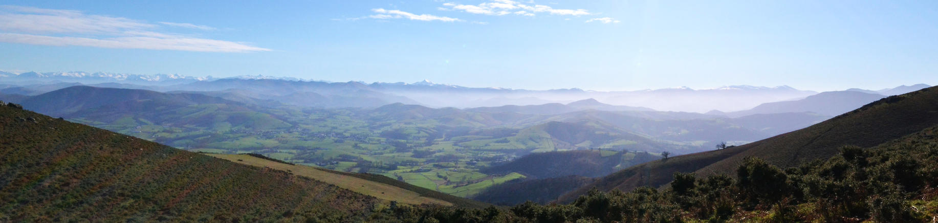 Les Pyrenees vues depuis le Baigura by Aude-la-randonneuse