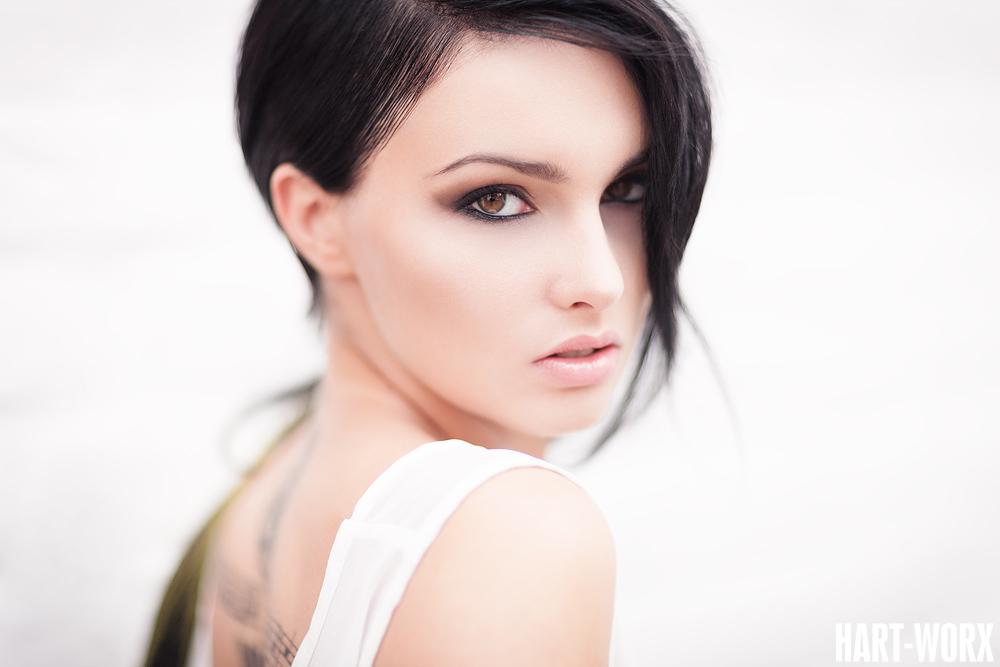 Mia Con Tessa III by Hart-Worx