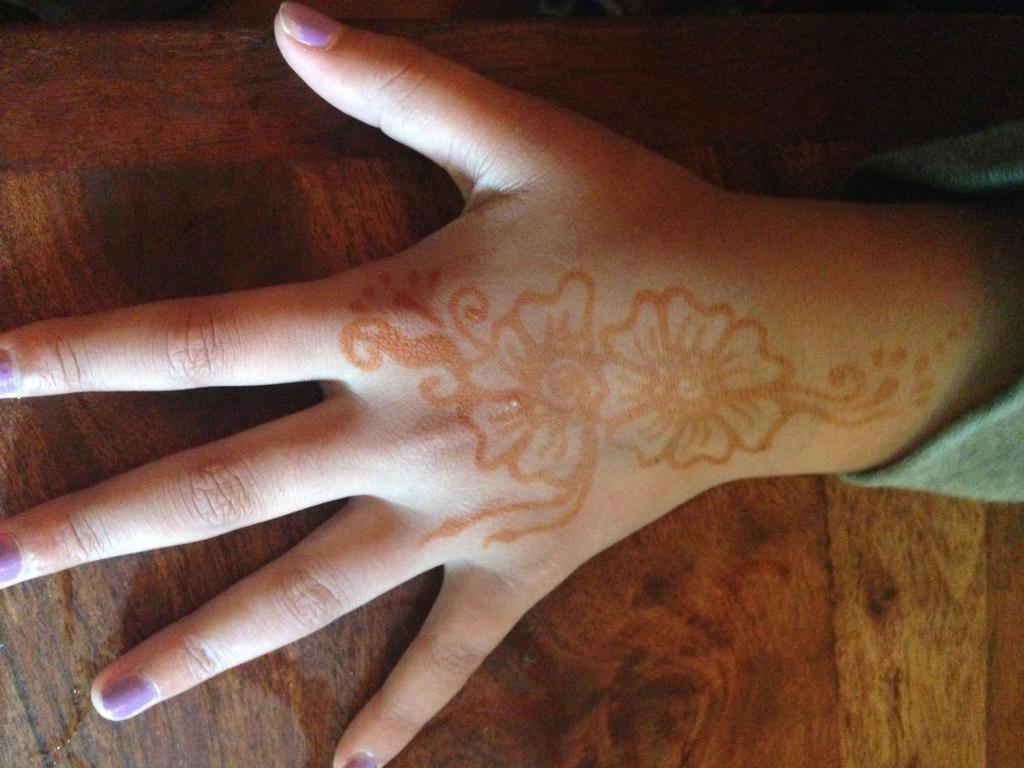 Henna 2 by anniestar13