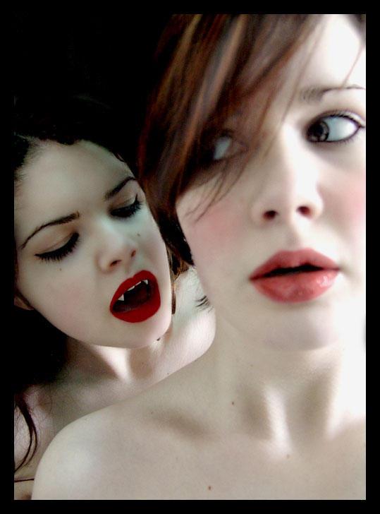 http://fc06.deviantart.net/fs9/i/2006/072/f/d/vampire_kiss_by_gypsyheartart.jpg