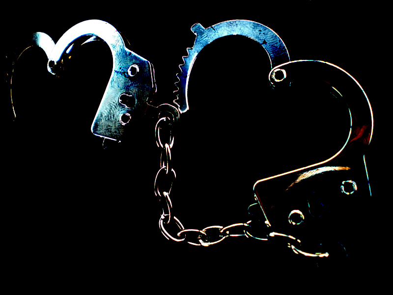 Handcuffs_by_YuKillHer.jpg