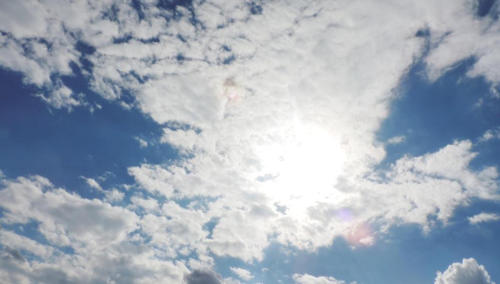 Sun and Clouds by SmoochieCuddlekins