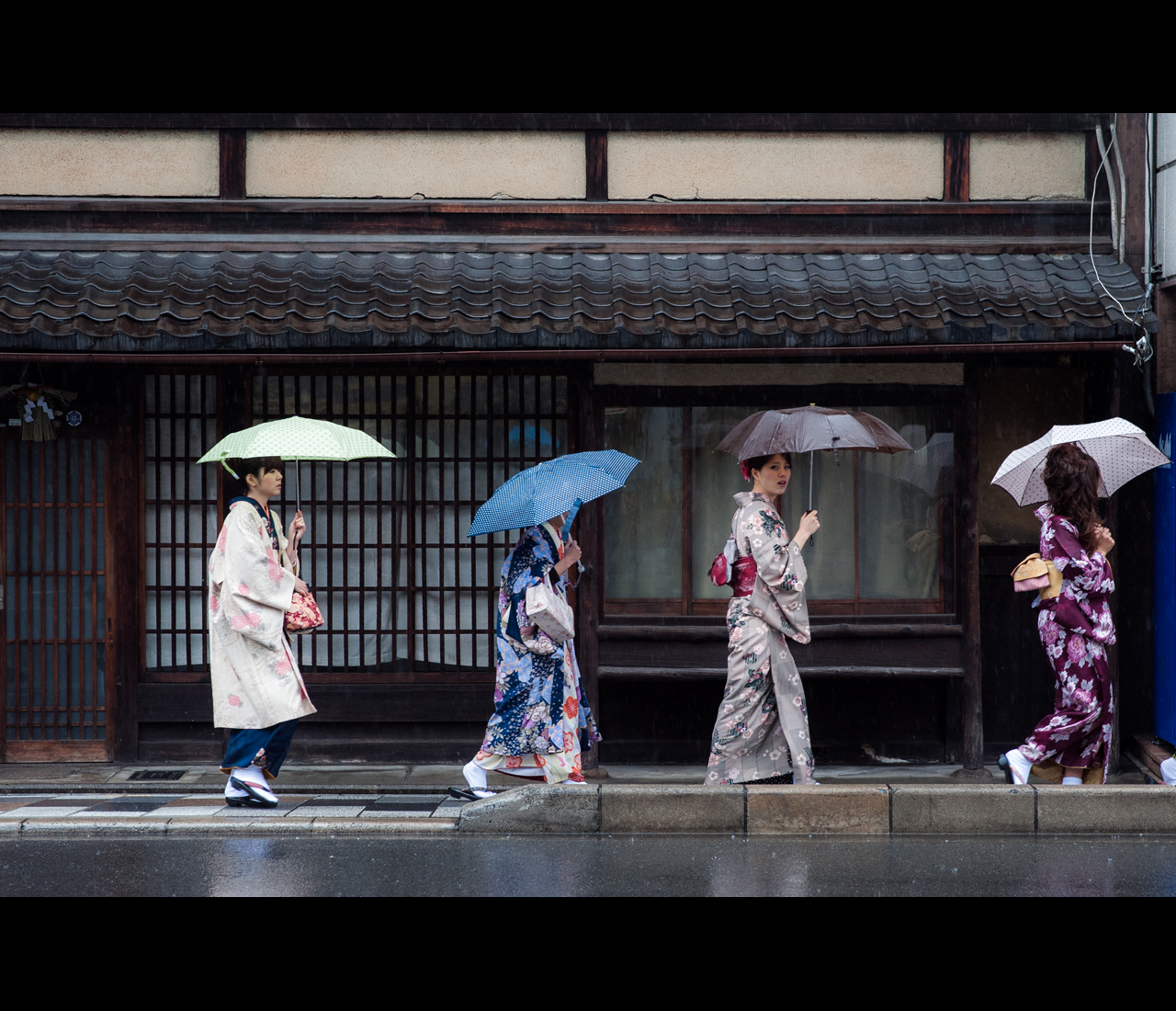 Gion Ladies by burningmonk