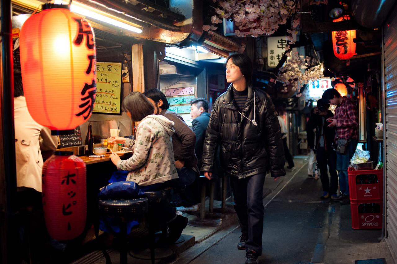 Shinjuku Alley by burningmonk