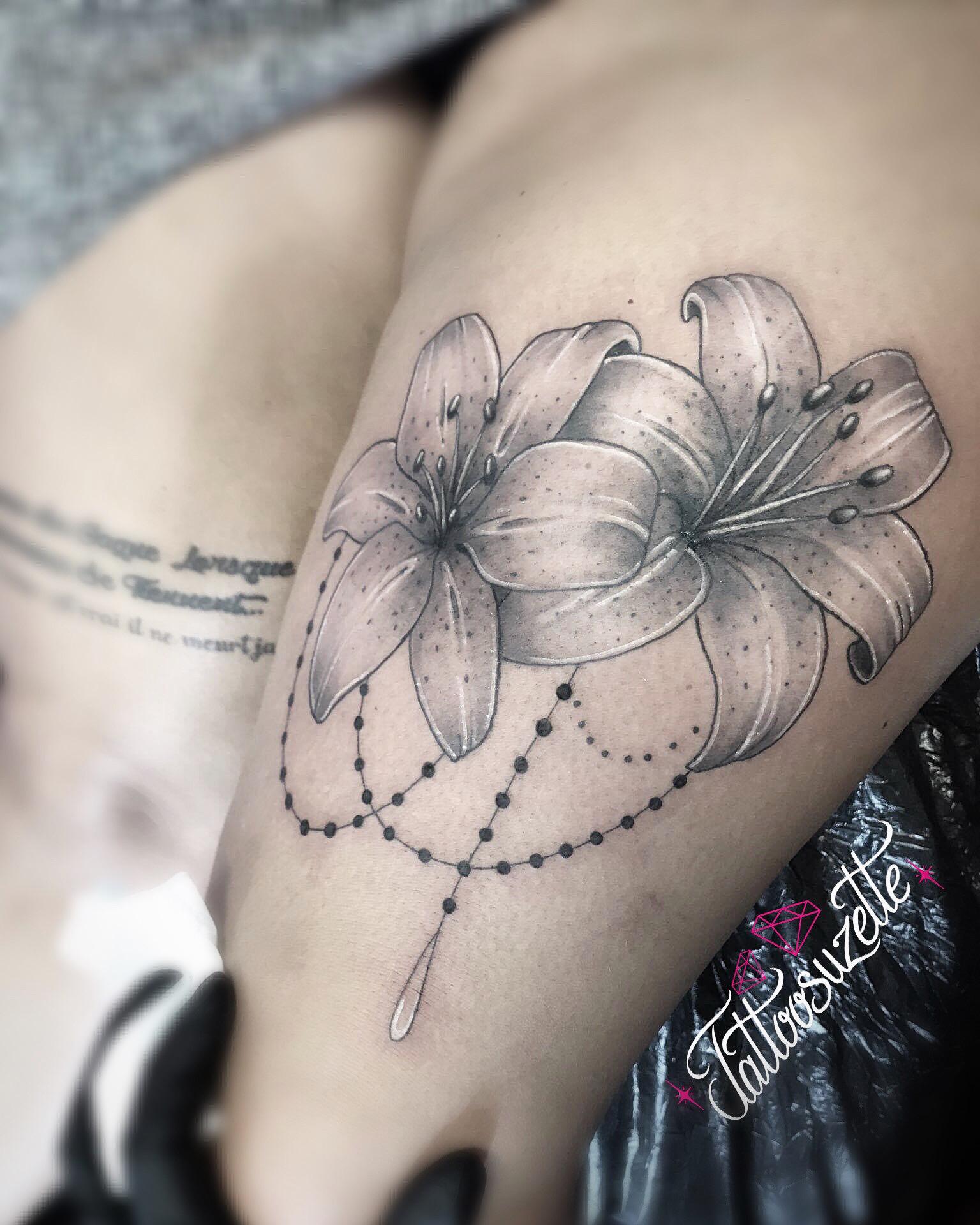 Tatouage Fleurs De Lys By Tattoosuzette On Deviantart