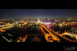 Cologne at night by LinsenSchuss