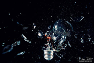 Burst light bulb II by LinsenSchuss