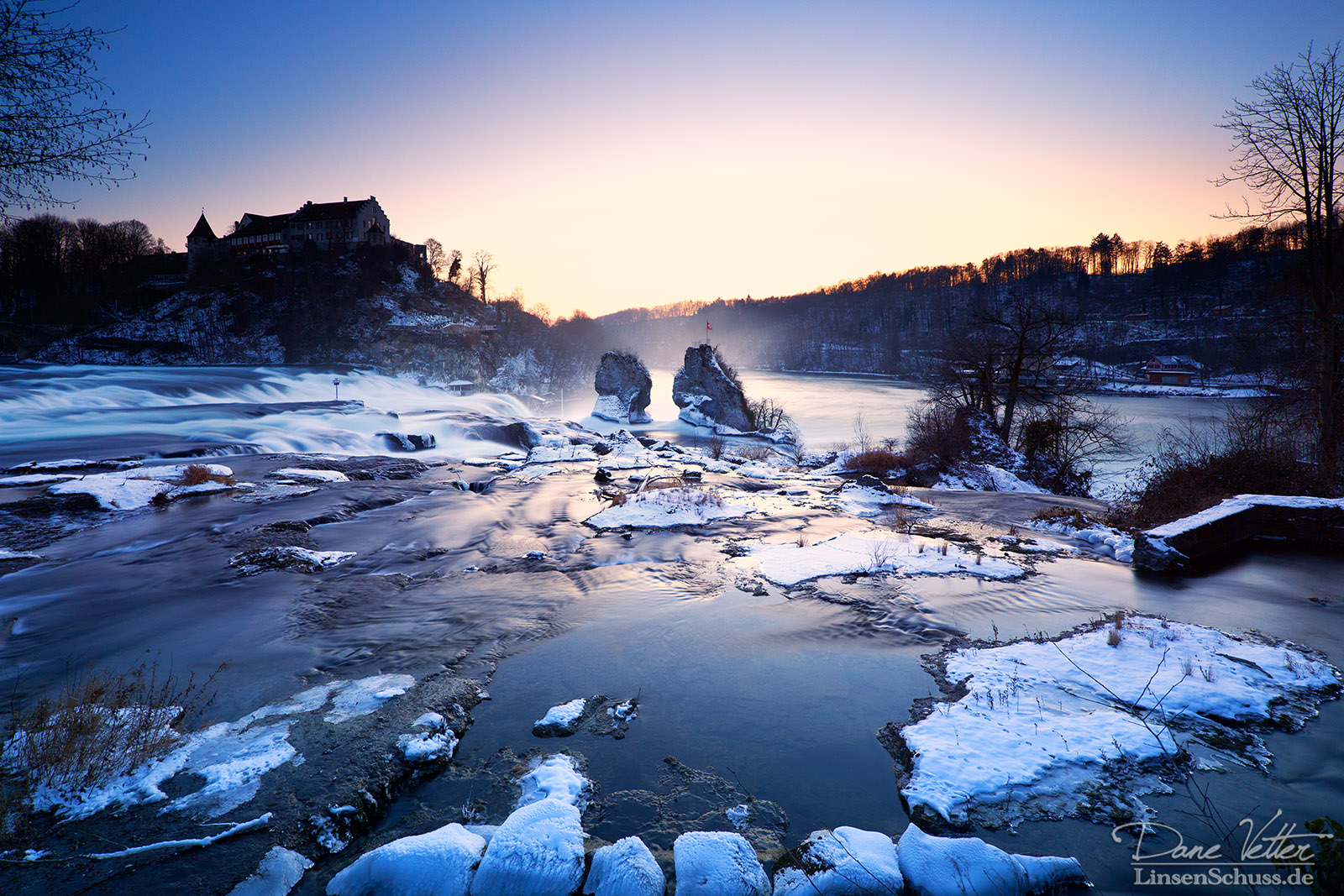 The icy Rheinfall by LinsenSchuss
