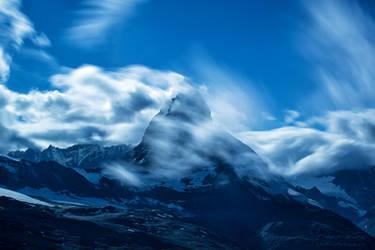The Matterhorn in the clouds by LinsenSchuss