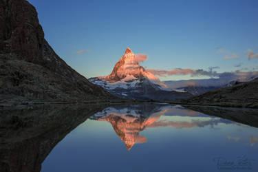 The reflection of the Matterhorn by LinsenSchuss